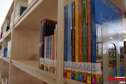 Dibikin ngiler sama koleksi perpustakaan Taman Mini Indonesia Indah