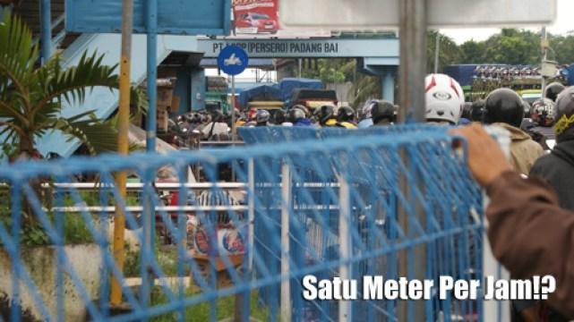 Macetnya pelabuhan Padang Bai ketika peak season