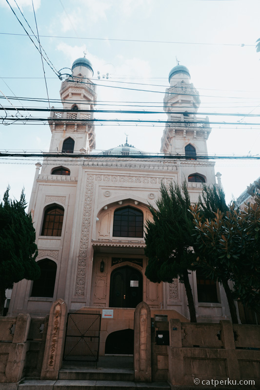 Masjid Kobe selamat dari gempuran bom sekutu dan gempa hebat Kobe di tahun 1995.