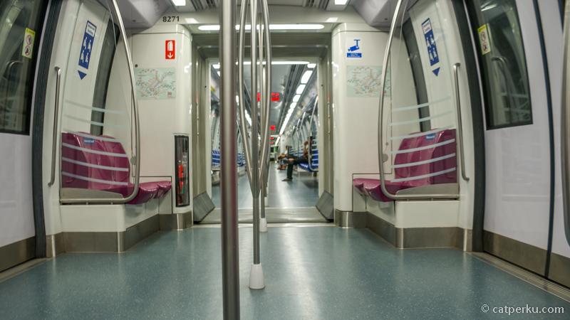 Mau hemat dan sehat jalan kaki! Jangan naik MRT melulu!