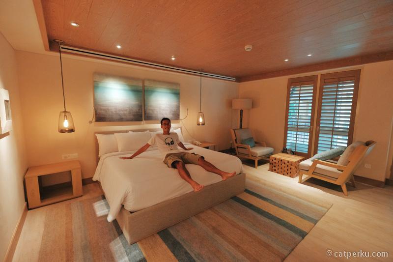 Mau tau gimana rasanya duduk di kasur kamar yang per malamnya 12 jutaan? Coba saja pergi liburan ke Langkawi deh!