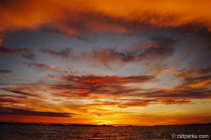 Menikmati senja dari Pulau Panjang