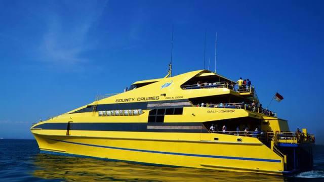Meski bulan madu, jangan lupa coba hal yang baru, seperti coba naik cruise misalnya :D