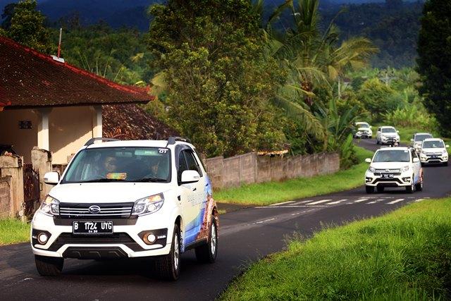 New Terios melewati Jalanan Bali dengan elegan.