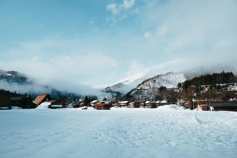 Padang salju di salah satu sudut desa.