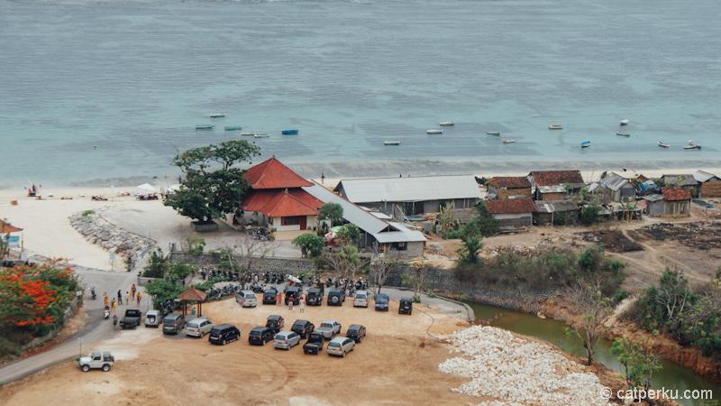 Pantai Pandawa Bali terlihat ramai dari ketinggian