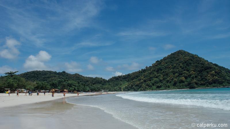 Pantai Selong Belanak, pantai favorit di Lombok dengan pasir putih selembut tepung