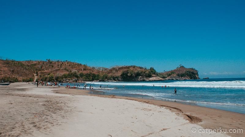 Pantai SerangBlitar, dan bukit yang terdapat tempat untuk melihat hilal.