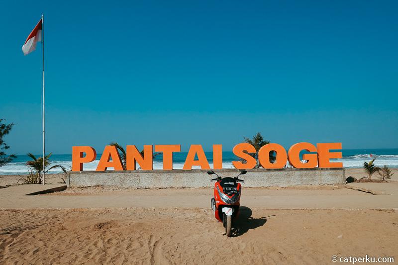 Pantai Soge Pacitan ini adalah salah satu rute tujuan touring di Jawa.