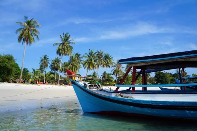 Pantai Tanjung Kelayang, tempat berangkat Island Hoping.