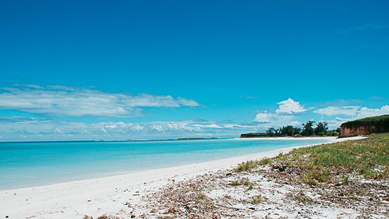 Pantainya sepi banget! Sesaat saya jadi lupa kalau tujuan awal saya adalah Tanjung Ringgit. senang nemu pantai kayak gini