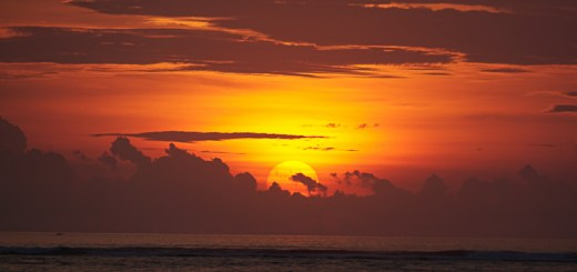 Pemandangan sunset dari Pantai Jerman bali ini sungguh luar biasa.