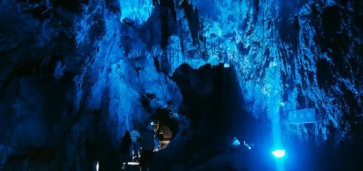Pemasangan lampu lampu seperti ini di Gua Ryusendo membuat pemandangan gua makin apik