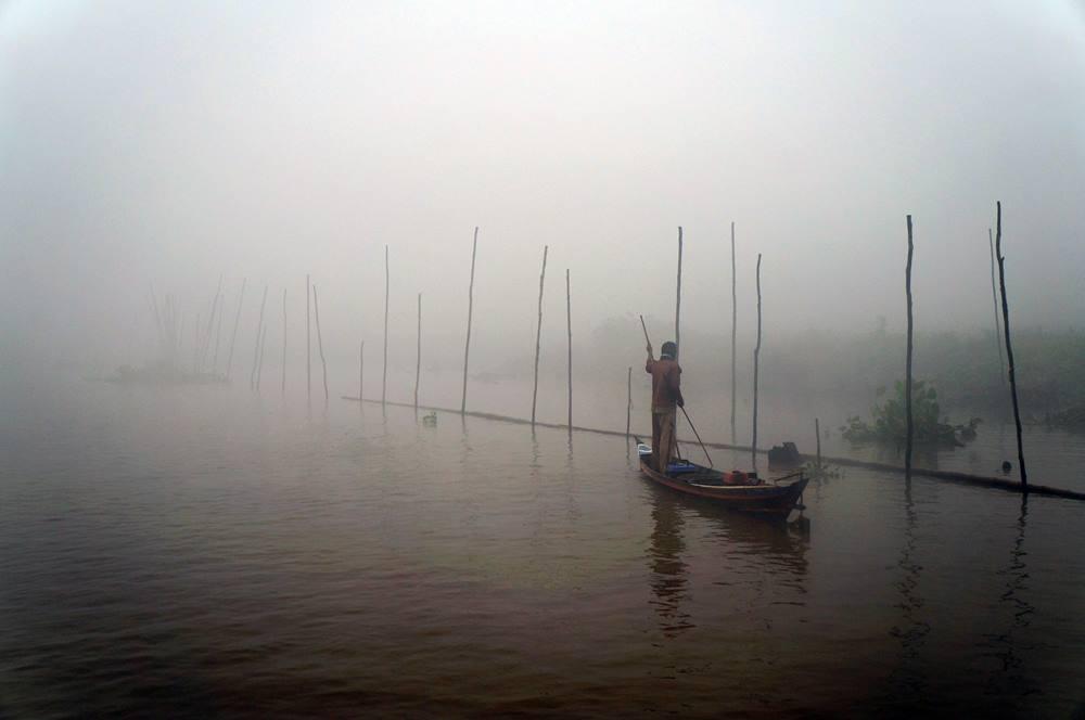 Perahu adalah moda transportasi utama mereka disini