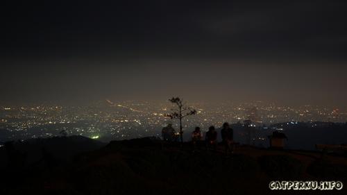 Kota Bandung malam hari dari atas Bukit Moko