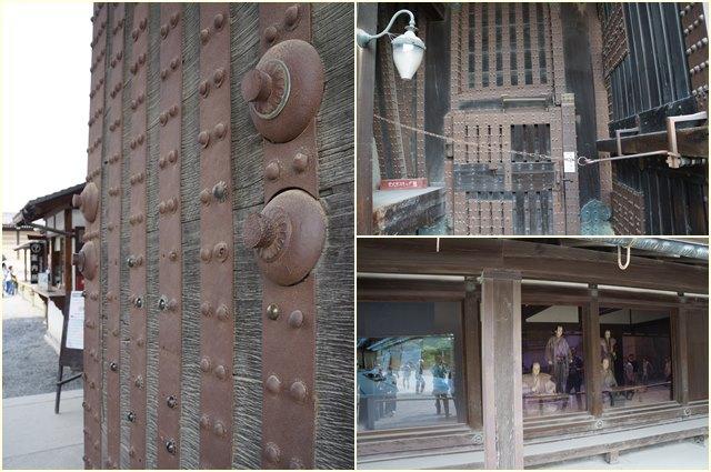 Pintu gerbang kastil yang kokoh untuk menahan para penyerang.
