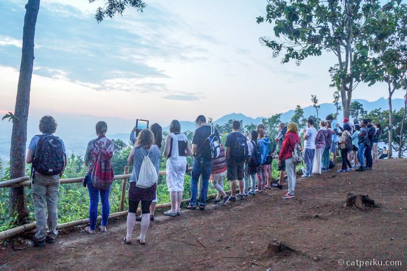 Punthuk Setumbu selalu ramai dikunjungi wisatawan baik lokal atau mancanegara