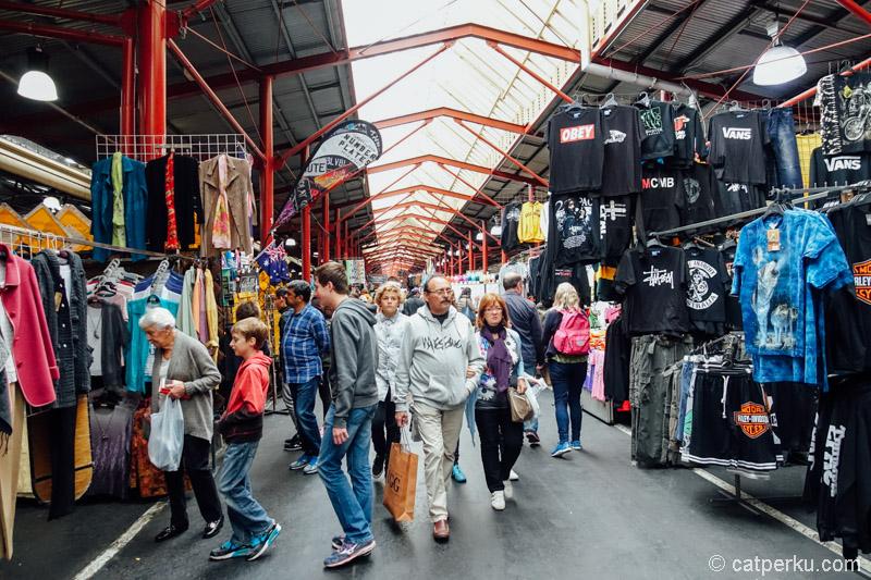 Queen Victoria Market, tempat belanja oleh-oleh favorit di Melbourne! Yang doyan belanja, ya harus kesini~