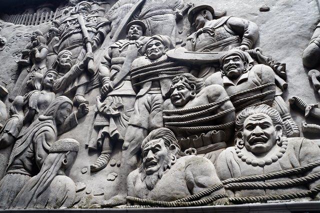 Relief yang satu ini menceritakan.penumpasan bajak laut oleh Laksamana Ceng Ho.