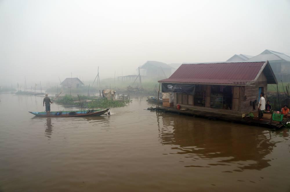 Rumah apung bisa ditemui dengan mudah di Danau Panggang