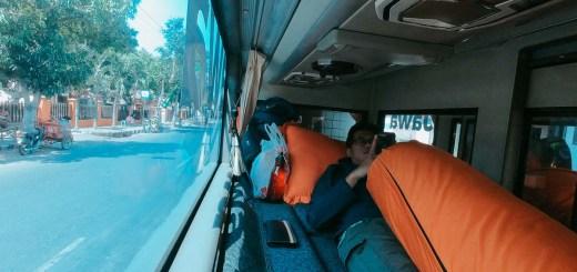 Salah satu hal yang menjadi favorit saya ketika naik Sleeper Bus Harapan Jaya adalah bantal gulingnya!
