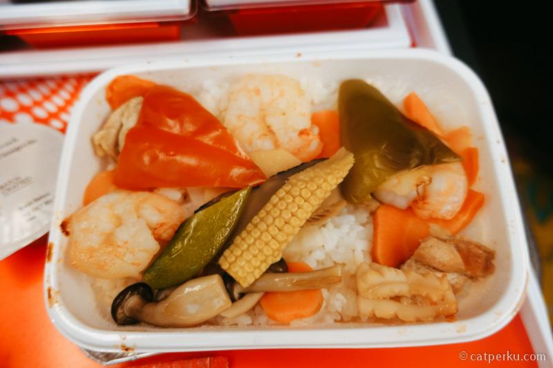 Salah satu menu main course ketika naik JAL, seafood!