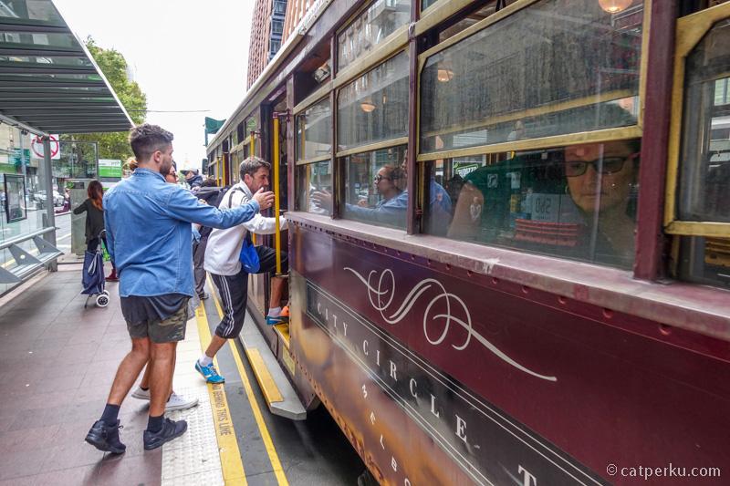 Salah satu tips berhemat keliling melbourne, naik tram gratisan ini