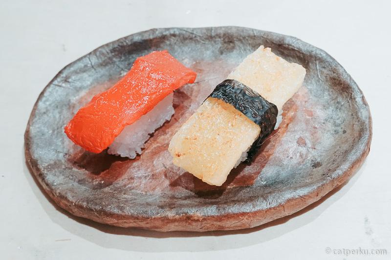 Sampel makanan dari lilin! Udah mirip sushi aslinya kan?