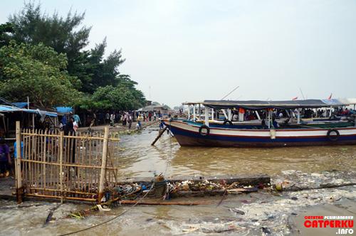 Tanjung Pasir adalah sebuah pelabuhan tanpa dermaga yang selalu sibuk menyeberangkan turis ke Untung Jawa dikala hari libur.