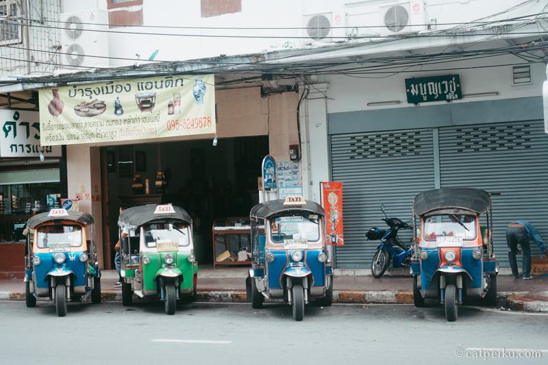 Selalu waspada dengan scam dan penipuan di Bangkok, termasuk ketika naik tuk tuk.