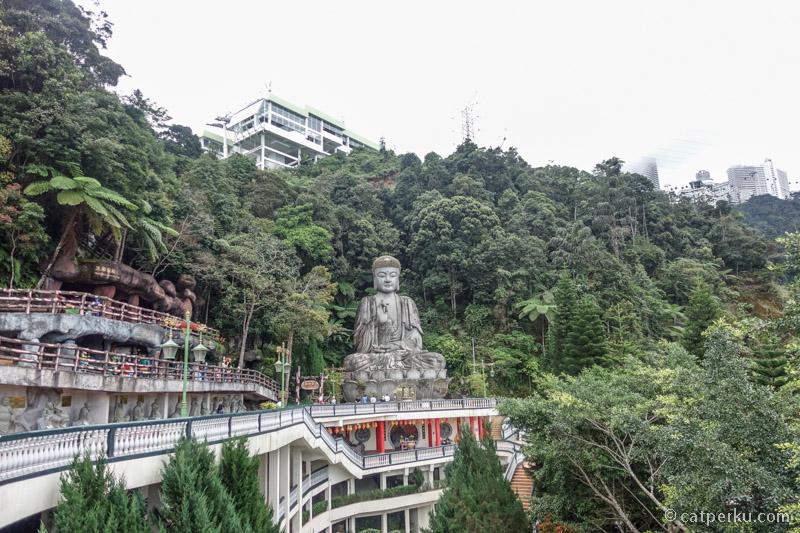 Sempatkan juga untuk mampir ke Chin Swee Temple.