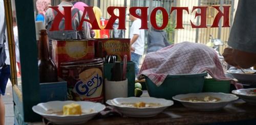 Ketoprak, salah satu kuliner Indonesia yang bikin kenyang :D