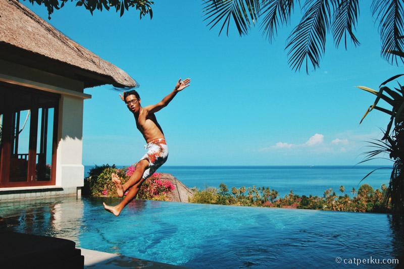 So happy nemu private pool yang menghadap ke laut kayak gini!