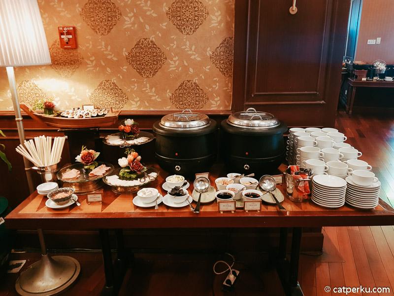 Menu sarapan pagi di Hotel Majapahit Surabaya bervariasi.
