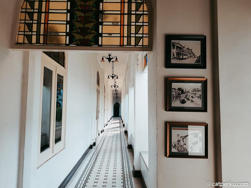 Di hotel ini saya banyak menemukan foto-foto Surabaya jaman dulu.
