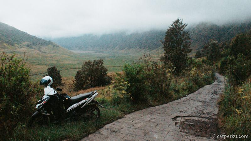 Sudah beberapa kali saya touring ke Bromo selalu menggunakan sepeda motor matic kesayangan ini!