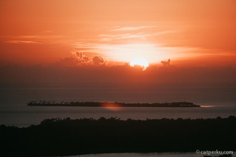 Sunset yang indah dari Puncak Kahiyanga Pulau Tomia.