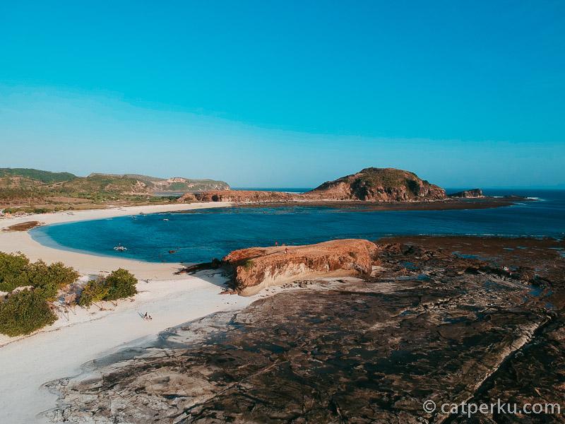 Tanjung Aan Beach terlihat keren dari udara.