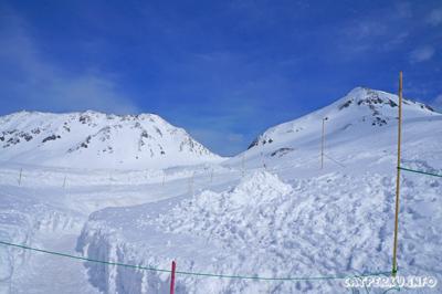 Di Murodo, hanya salju dan es saja sejauh mata melihat *brrr*