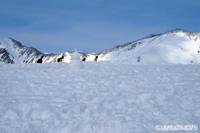Atau mau coba bikin manusia salju? Eh! siapa tuh? ada manusia salju kesepian di Murodo :D