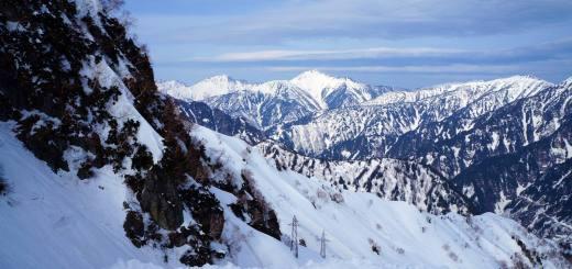 Tateyama Kurobe Alpine Route, Pengunungan Alpen-nya Jepang Tempat Melihat Salju Di Musim Semi.