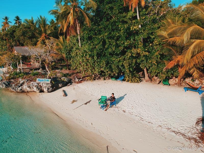 Tempat favorit saya untuk bersantai selama di Pulau Hoga.