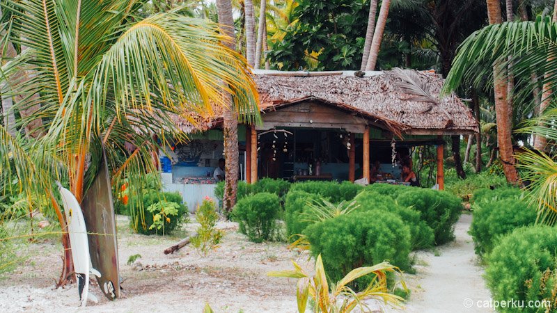 Tempat makan satu-satunya di pulau, untuk para tamunya