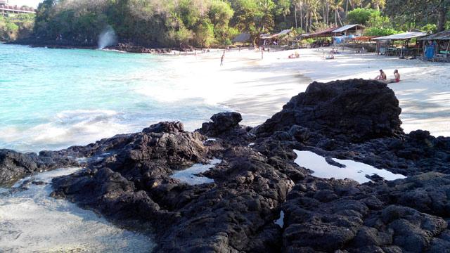 Ternyata inilah penampakan dari Pantai Bias Tugel yang ada di dekat Pelabuhan Padang Bai.