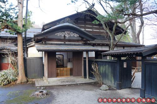 Ah... Punya rumah seperti ini asik kali ya. Di Indonesia kan jarang ada :D