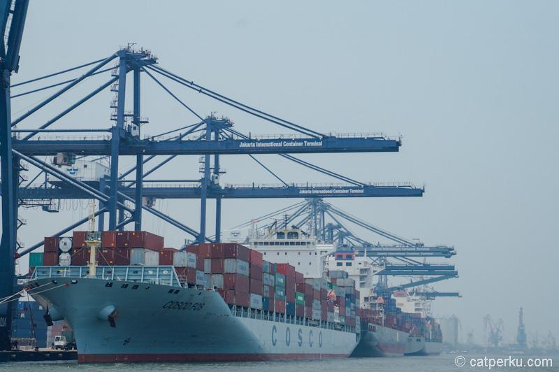 Tiga kapal bersandar sekaligus di Jakarta international container terminal