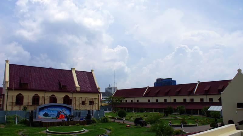 Waktu itu Benteng Fort Rotterdam Makassar sedang direnovasi