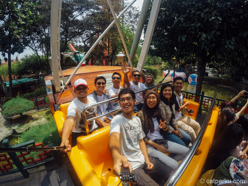 Well, di penat dan penuhnya Jakarta, masih bisa ditemukan secercah senyum kebahagiaan tiada tara :D