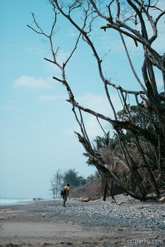 Wisata Pantai Nusa Indah di Desa Kota Bani ini adalah salah satu favorit saya.