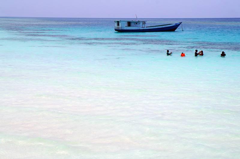 Yang suka Snorkeling, bisa cobain snorkeling di sekitar Pulau Maratua.